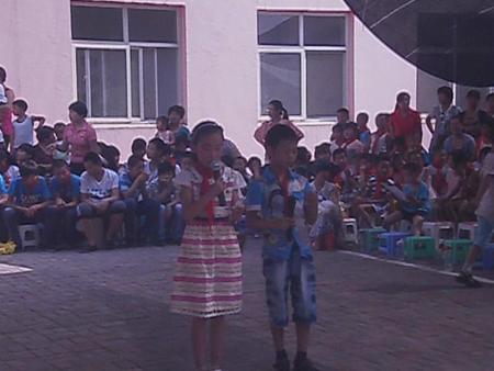 """石家庄市广安大街小学举行""""庆六一""""跳绳比赛"""