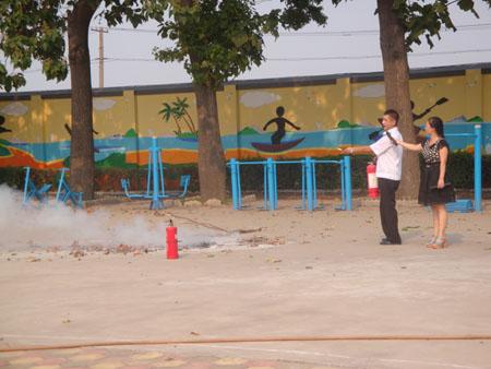 八方小学消防演练及培训简报-- 五彩校园