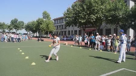 拥抱地方,可以垒球滑水的a地方.北京共享运动冰的阳光图片